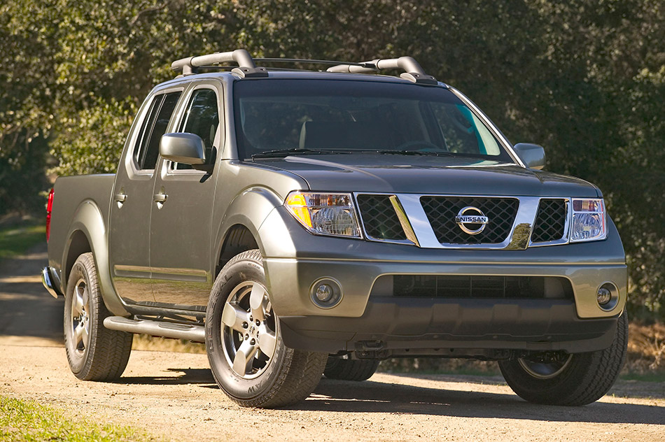 2008 Nissan Frontier Crew Cab Front Angle