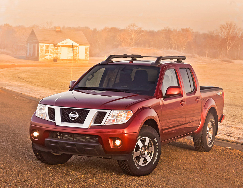 2013 Nissan Frontier Crew Cab Front Angle