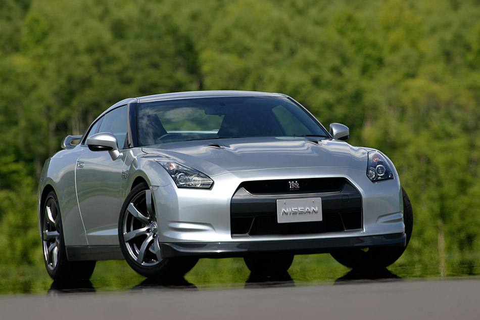 2011 Nissan GT-R Front Angle