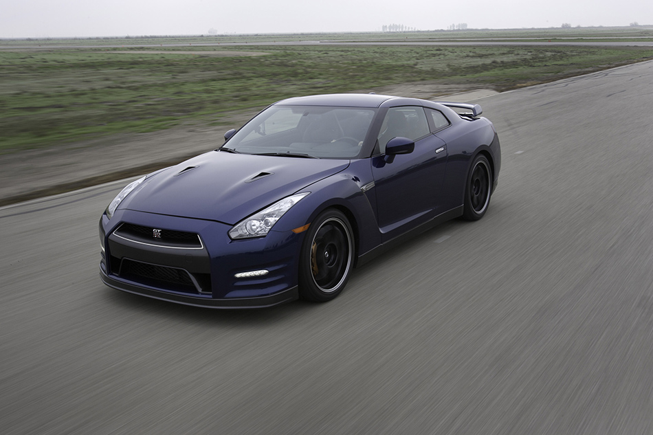 2012 Nissan GT-R Front Angle