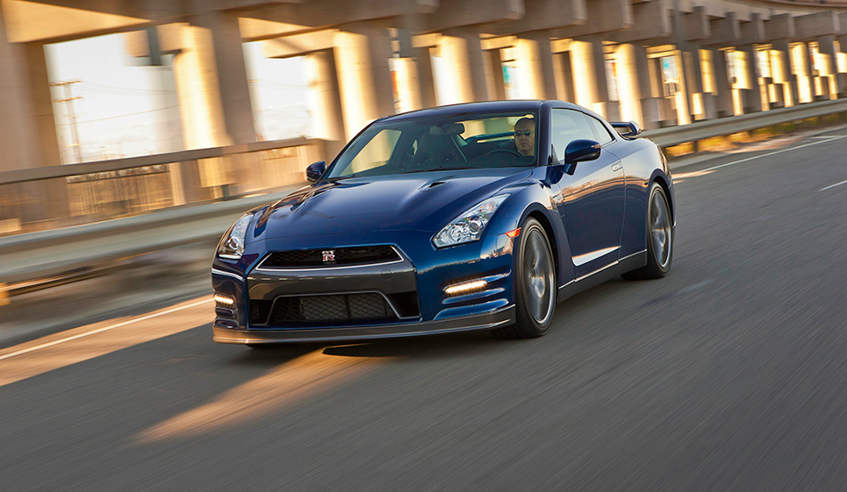 2013 Nissan GT-R Front Angle