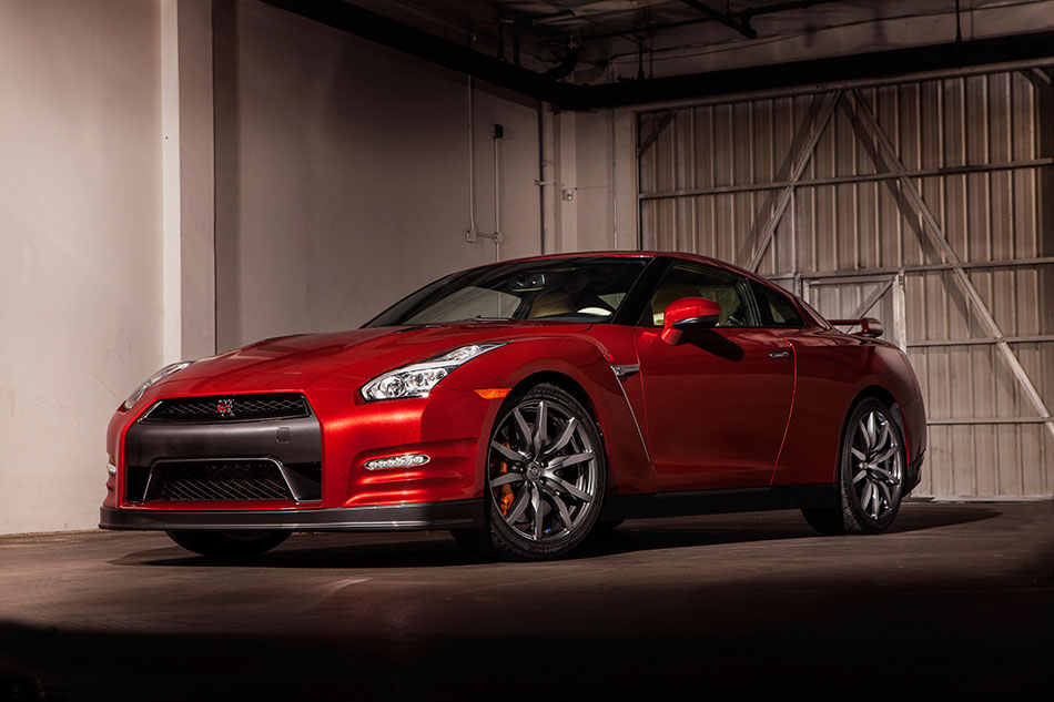 2015 Nissan GT-R Front Angle