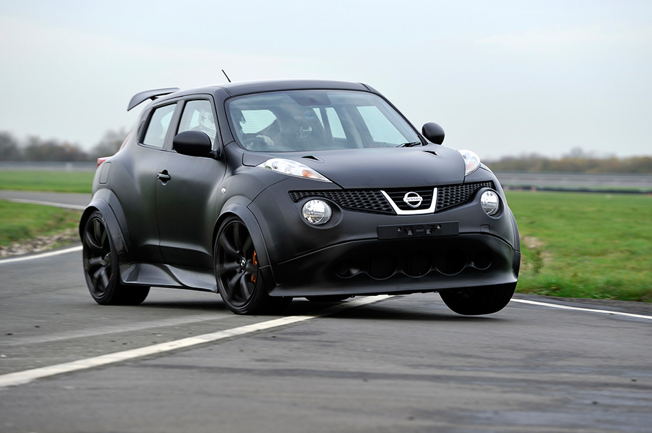 2011 Nissan Juke-R Concept Front Angle