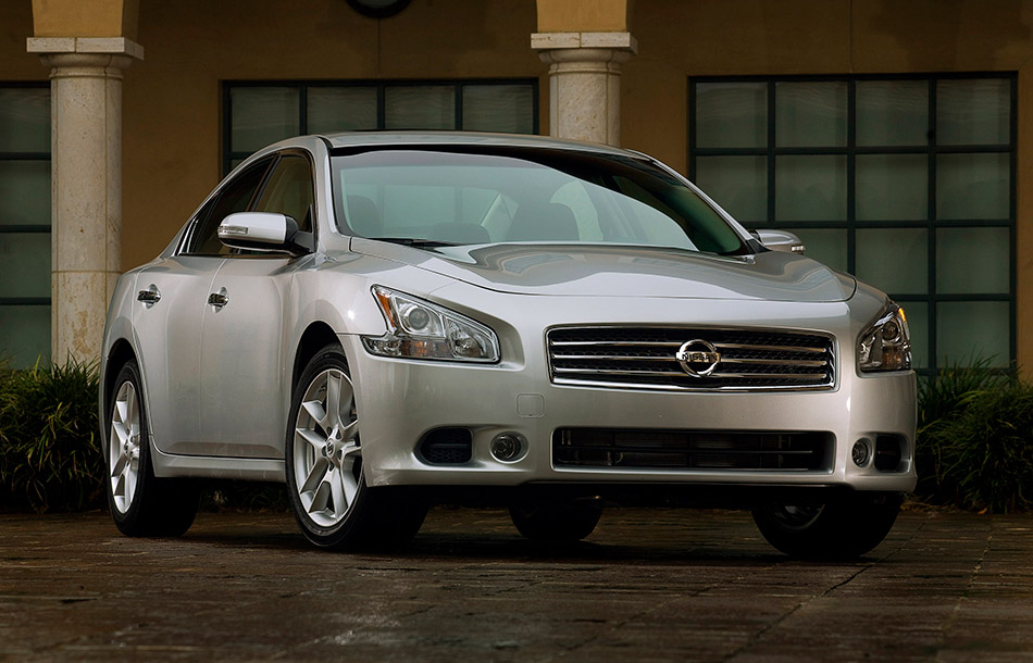2011 Nissan Maxima Front Angle