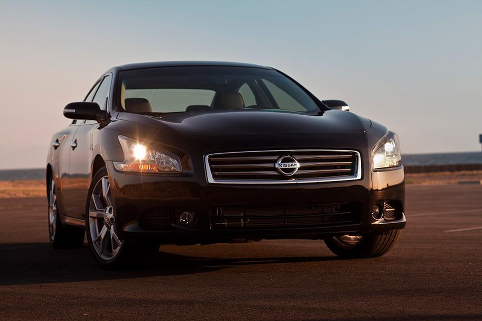 2013 Nissan Maxima Front Angle
