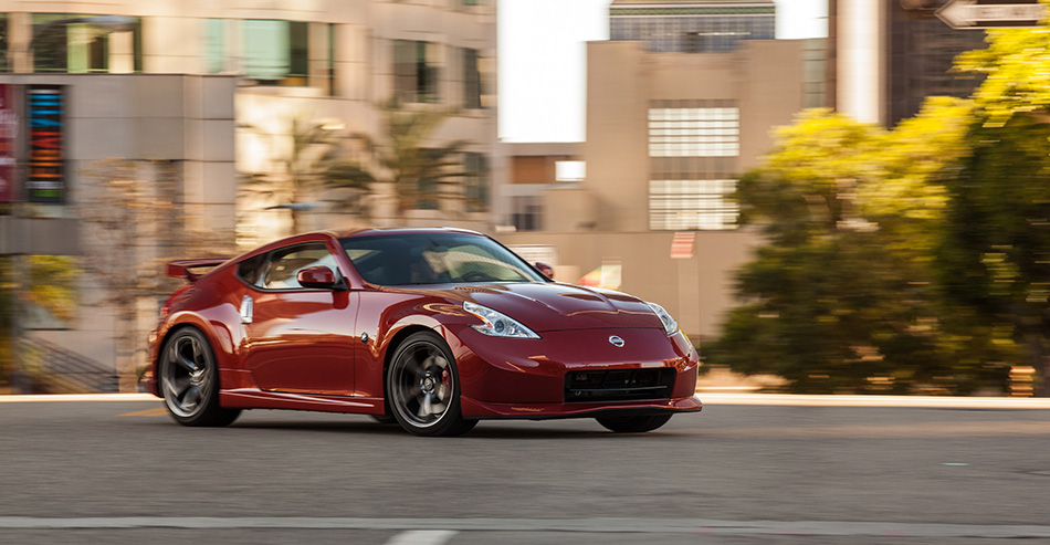 2013 Nissan NISMO 370Z Front Angle