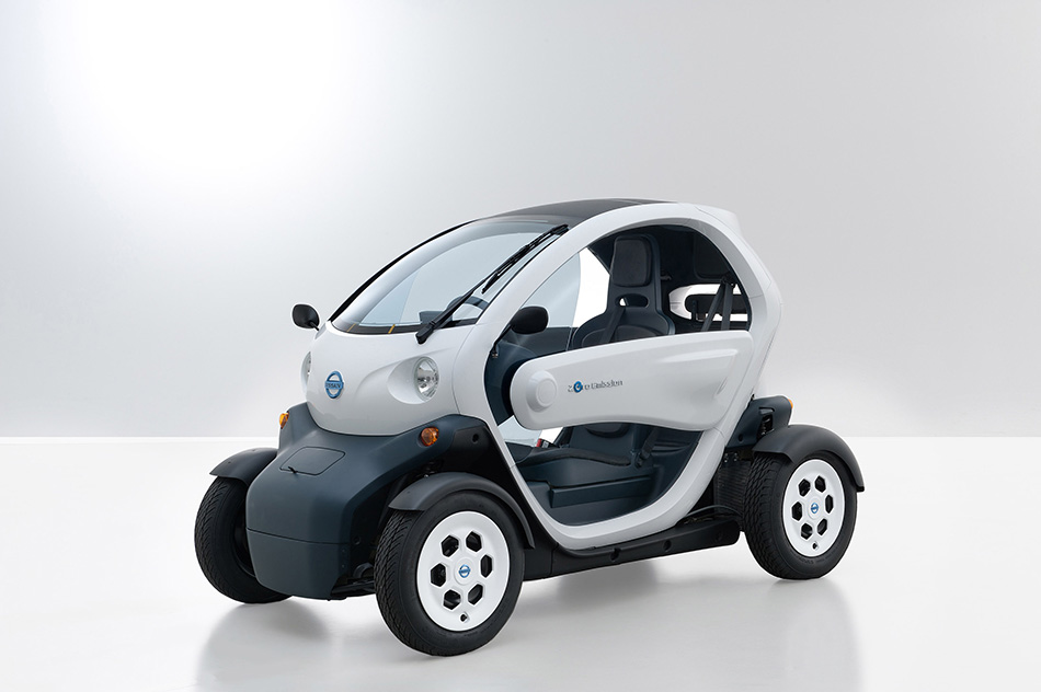 2011 Nissan New Mobility Concept Front Angle