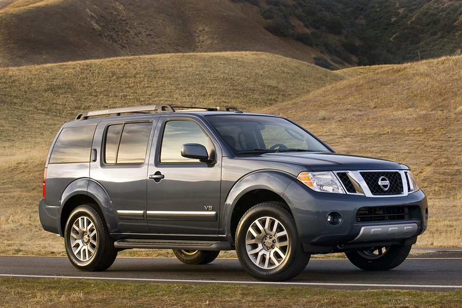 2012 Nissan Pathfinder Front Angle