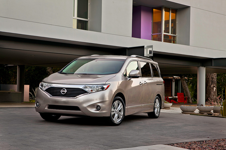 2013 Nissan Quest Front Angle