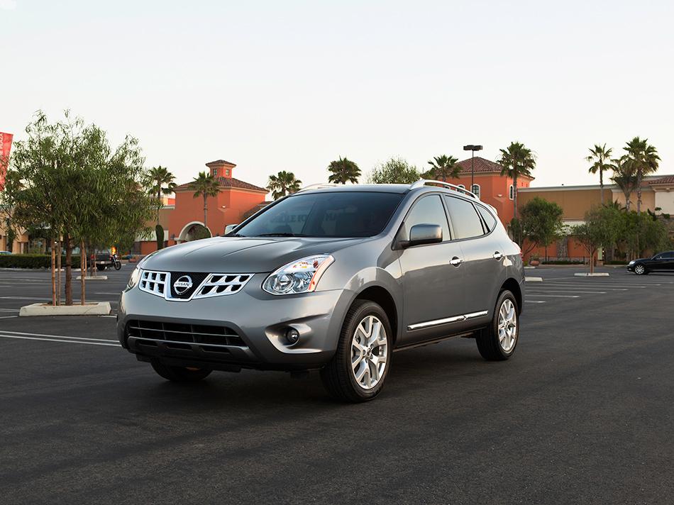2013 Nissan Rogue Front Angle