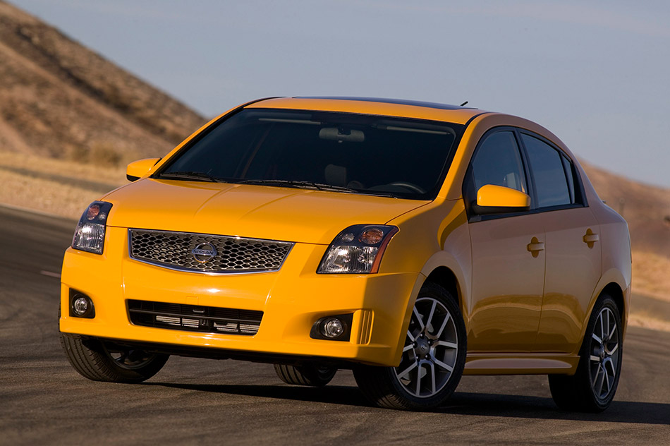 2009 Nissan Sentra SE-R Front Angle