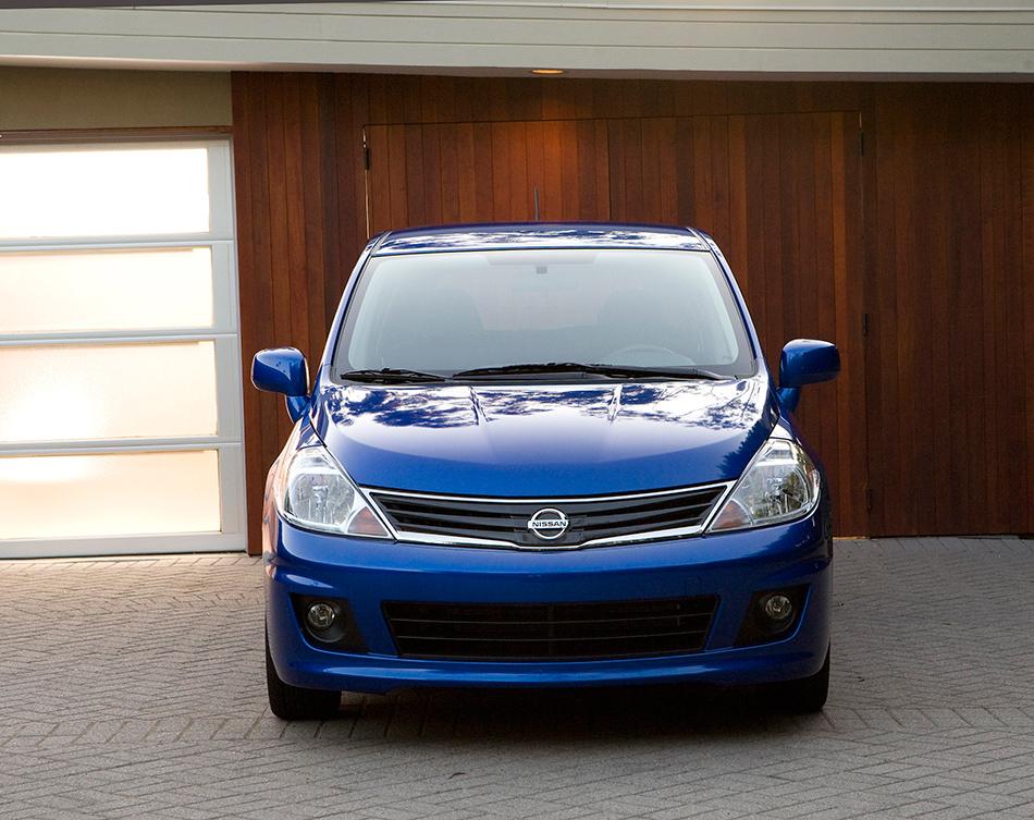2012 Nissan Versa Hatchback Front Angle