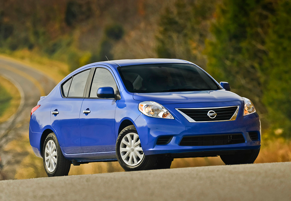 2013 Nissan Versa Sedan Front Angle
