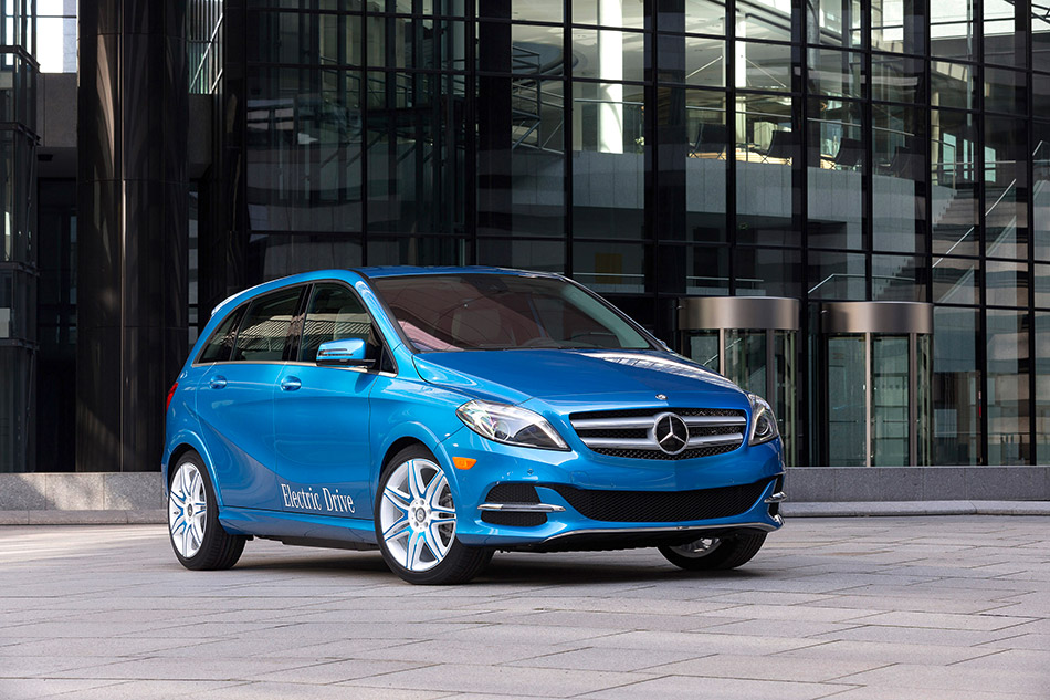 2015 Mercedes-Benz B-Class Electric Drive Front Angle