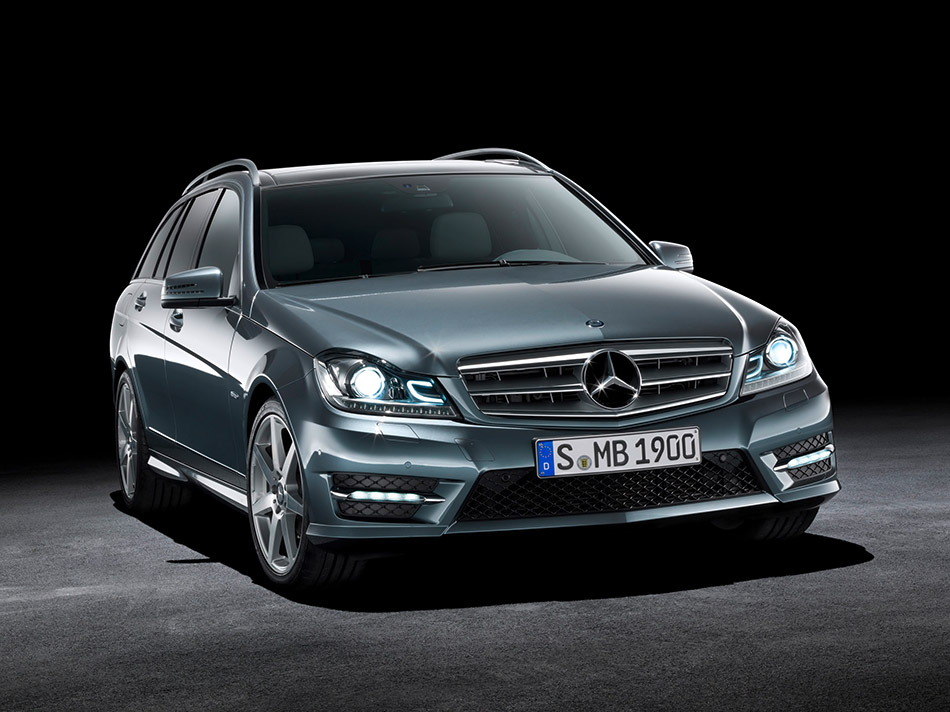 2011 Mercedes-Benz C-classe Front Angle