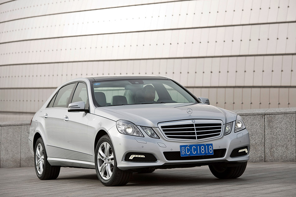 2011 Mercedes-Benz E-Class L Front Angle