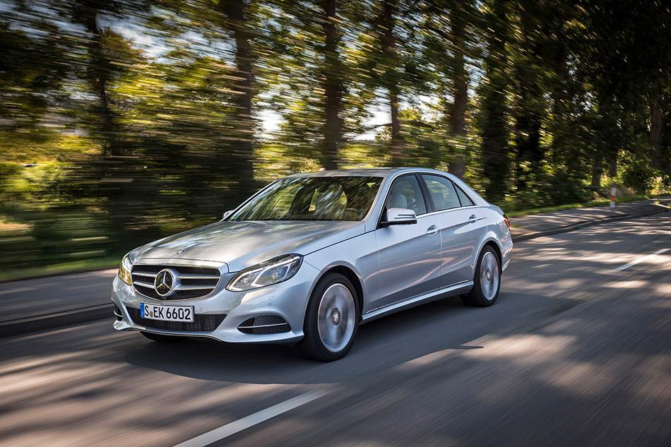 2013 Mercedes-Benz E220 BlueTEC Front Angle