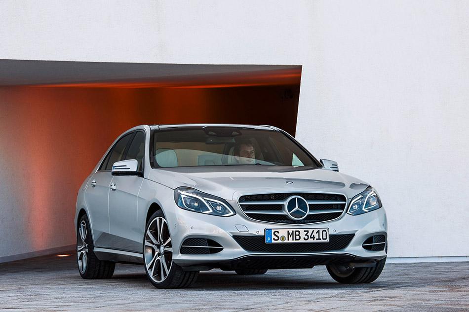 2013 Mercedes-Benz E350 BlueTEC Front Angle