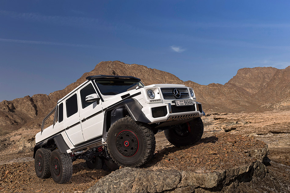 2013 Mercedes-Benz G63 AMG 6x6 Concept Front Angle