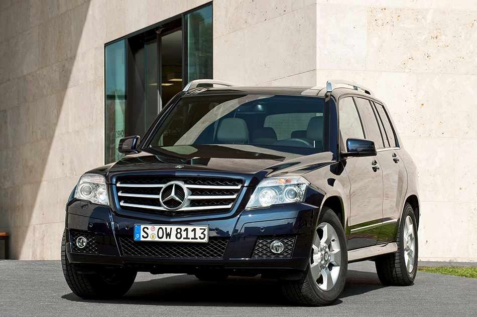 2010 Mercedes-Benz GLK-Class Front Angle