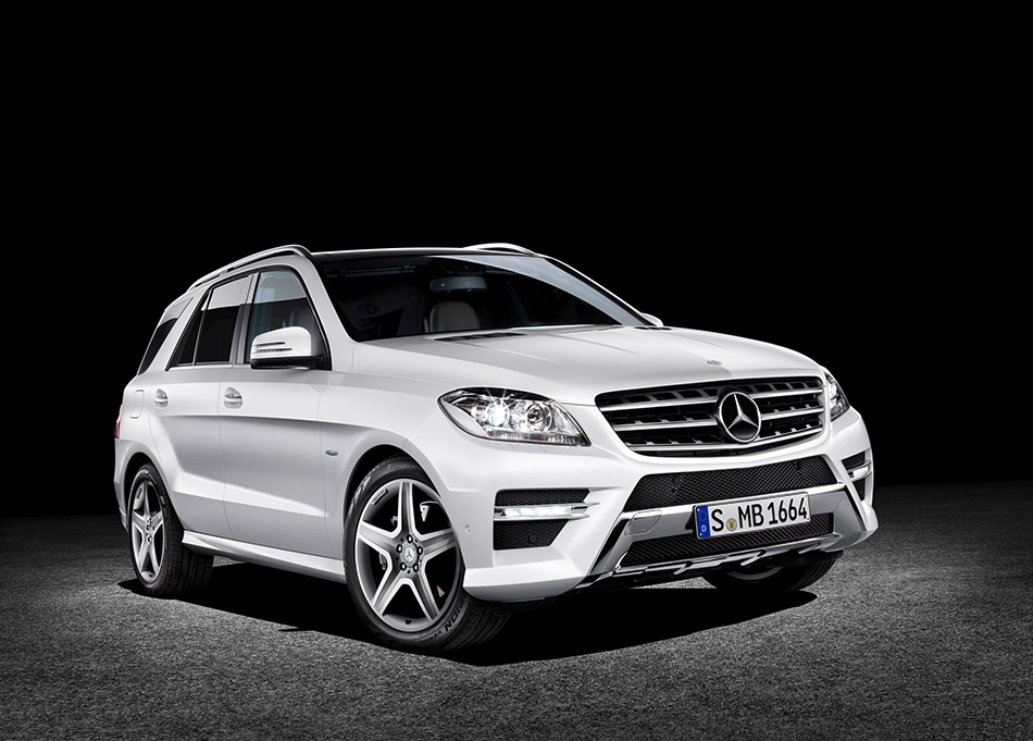 2012 Mercedes-Benz M-Class Front Angle