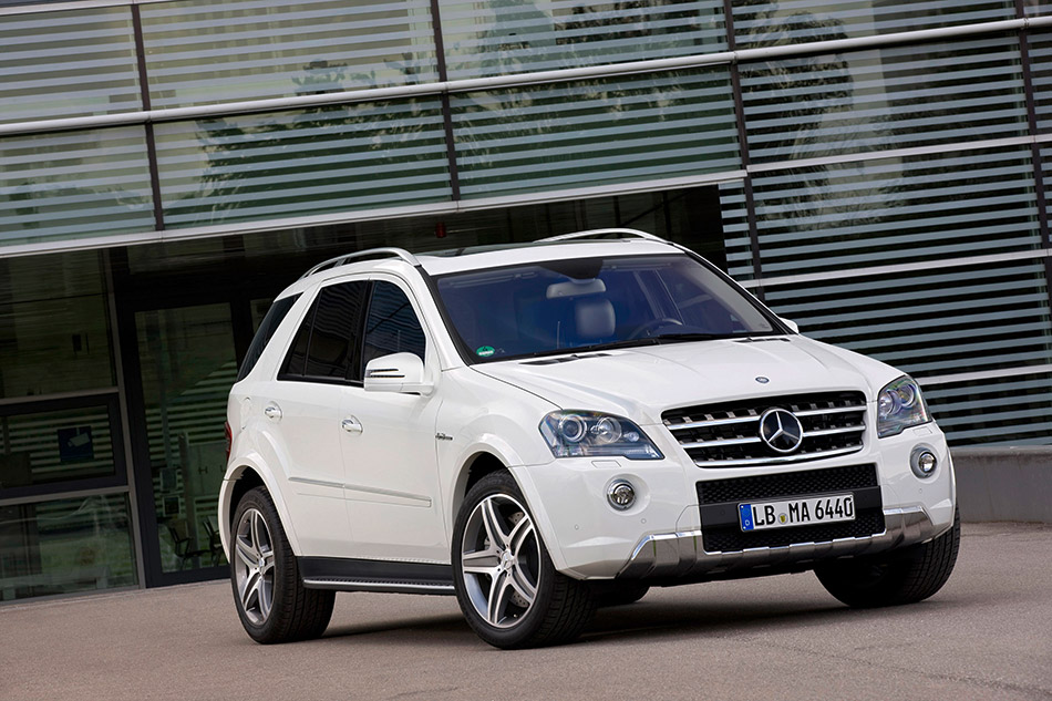 2011 Mercedes-Benz ML 63 AMG Front Angle