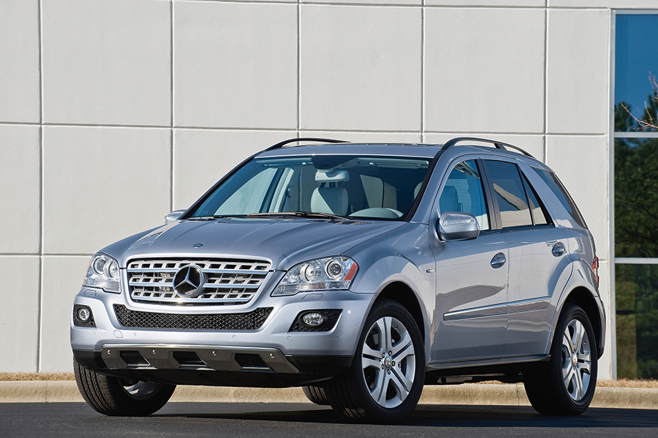 2010 Mercedes-Benz ML450 Hybrid Front Angle