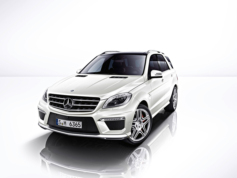 2012 Mercedes-Benz ML63 AMG Front Angle