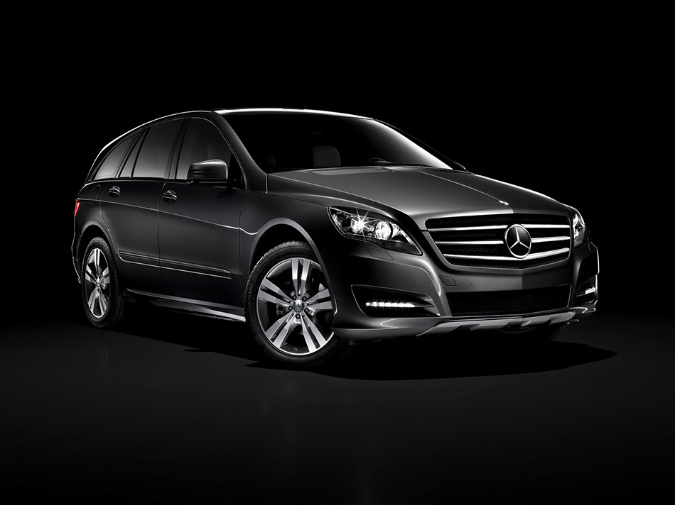 2011 Mercedes-Benz R-Class Front Angle