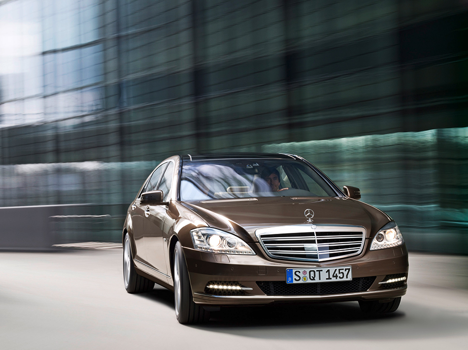 2010 Mercedes-Benz S-Class Front Angle