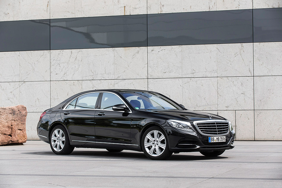 2015 Mercedes-Benz S500 Plug-In Hybrid Front Angle