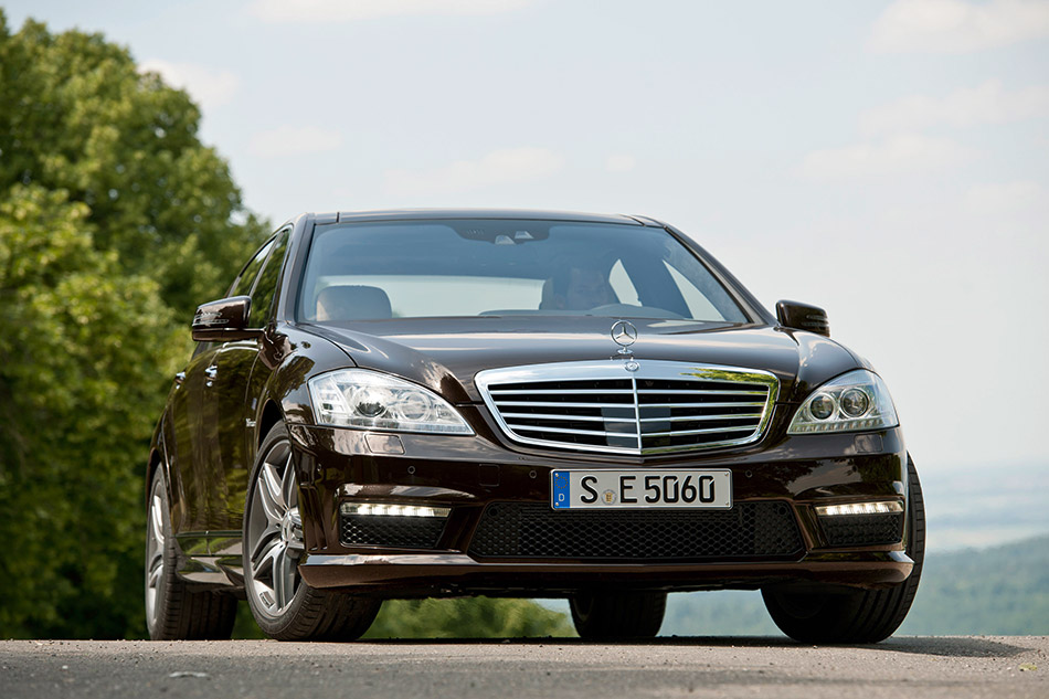 2011 Mercedes-Benz S63 AMG Front Angle