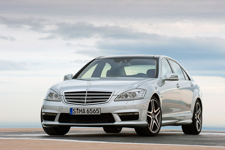 2010 Mercedes-Benz S65 AMG Front Angle