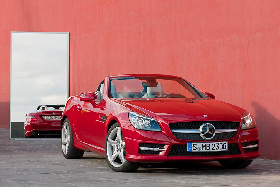 2012 Mercedes-Benz SLK350 Front Angle