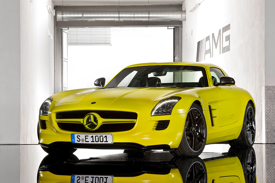 2010 Mercedes-Benz SLS AMG E-Cell Concept Front Angle
