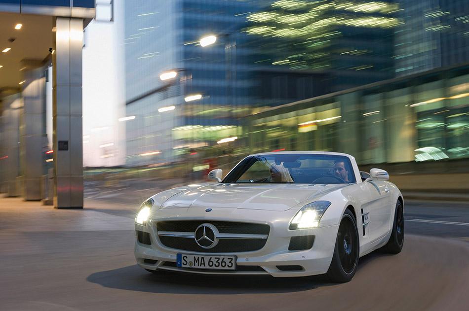 2013 Mercedes-Benz SLS AMG GT Roadster Front Angle