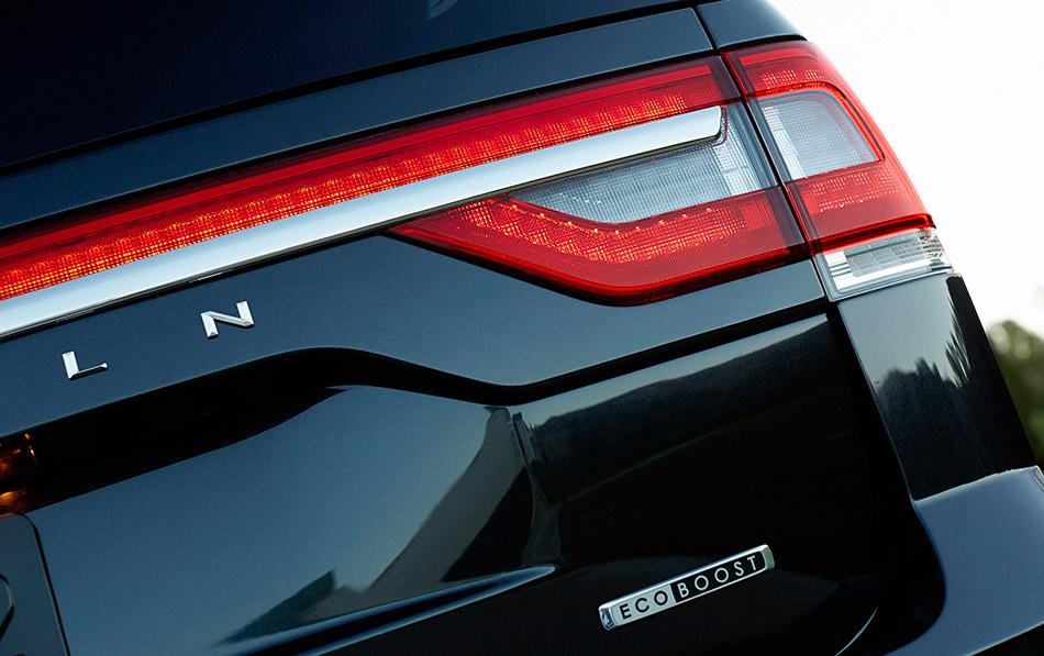 2015 Lincoln Navigator Rear Angle
