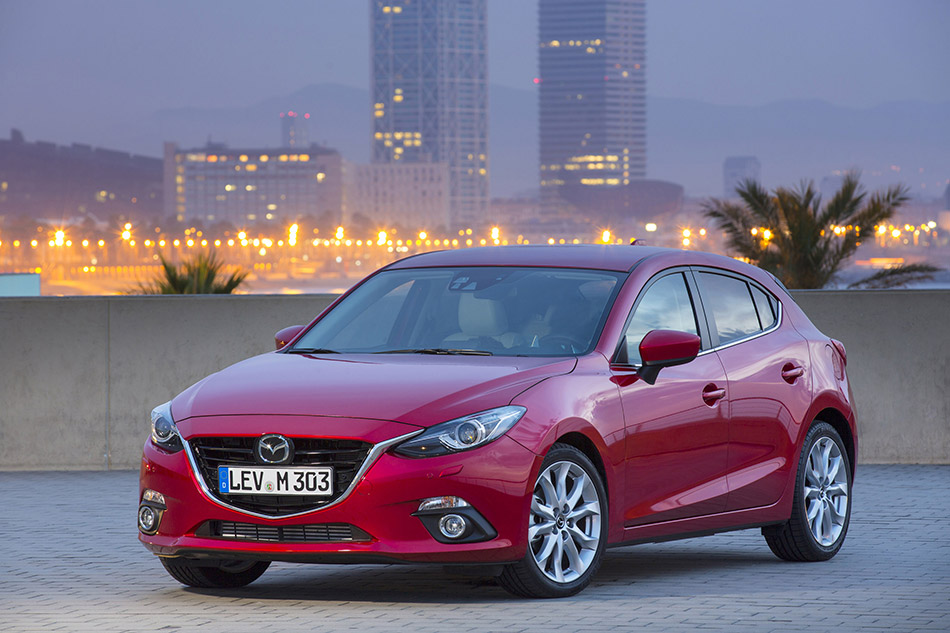 2014 Mazda 3 Hatchback Front Angle