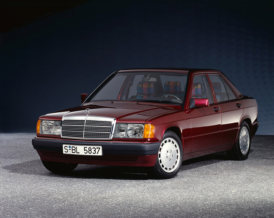 1984 Mercedes-Benz 190 W201 series Front Angle