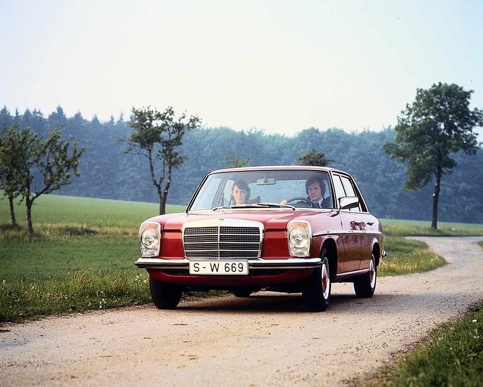 1974 Mercedes-Benz 240 D 3.0 Front Angle