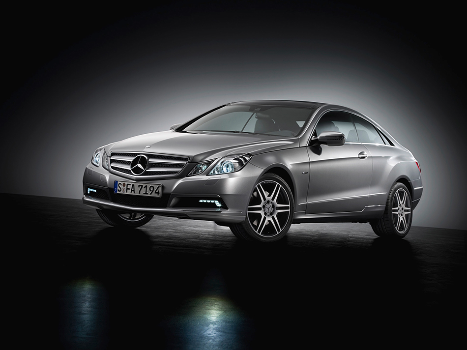 2010 Mercedes-Benz E-Class Coupe Front Angle