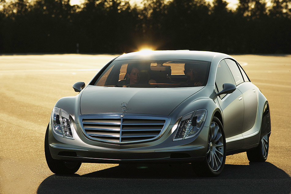 2007 Mercedes-Benz F700 Concept Front Angle