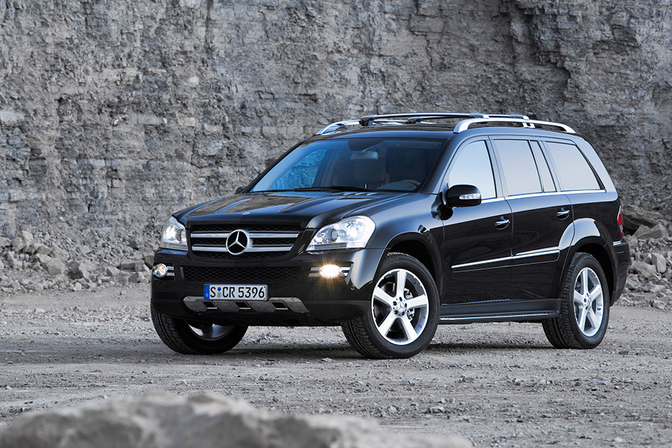 2006 Mercedes-Benz GL-Class Front Angle