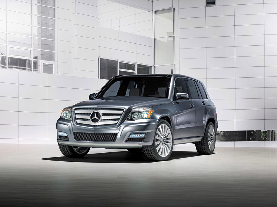 2008 Mercedes-Benz GLK Townside Concept Front Angle
