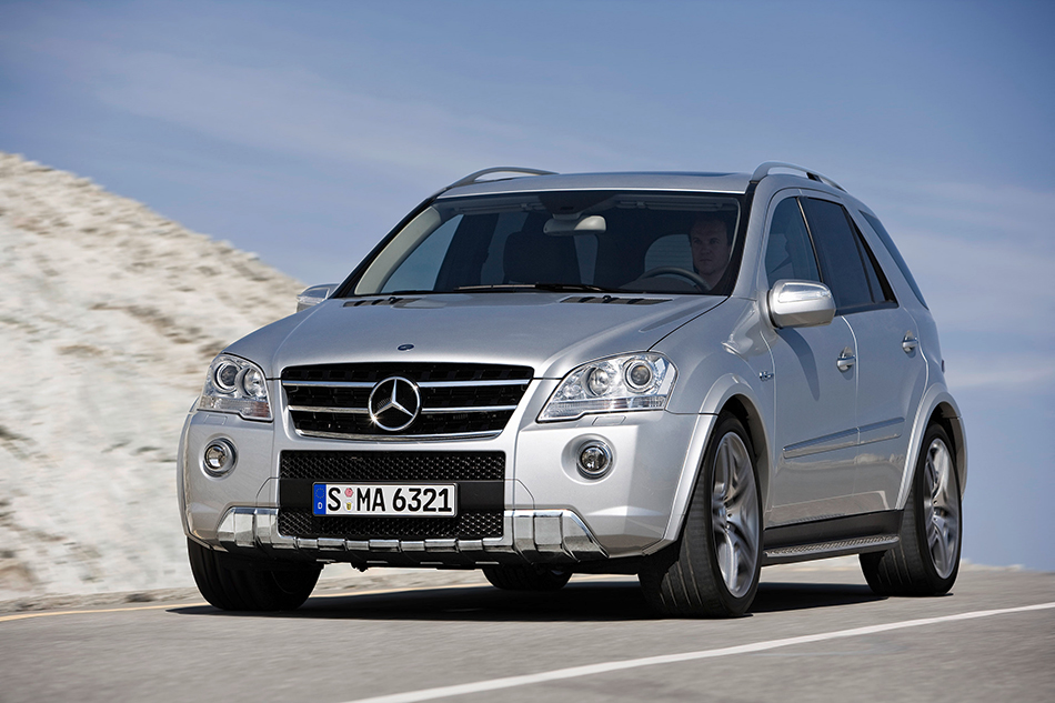 2009 Mercedes-Benz ML 63 AMG Front Angle