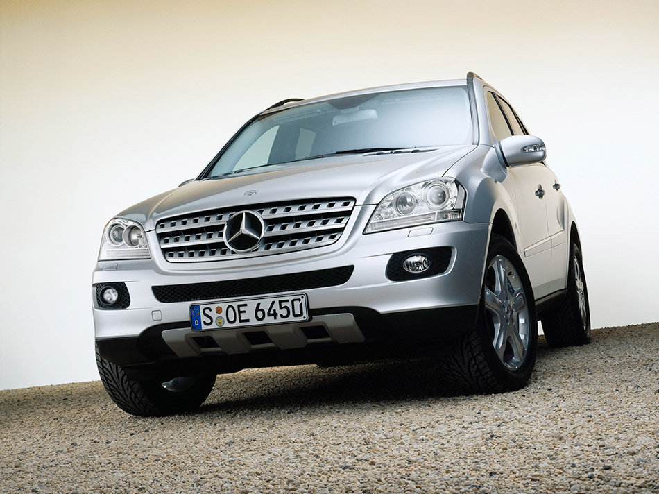 2006 Mercedes-Benz ML350 Front Angle