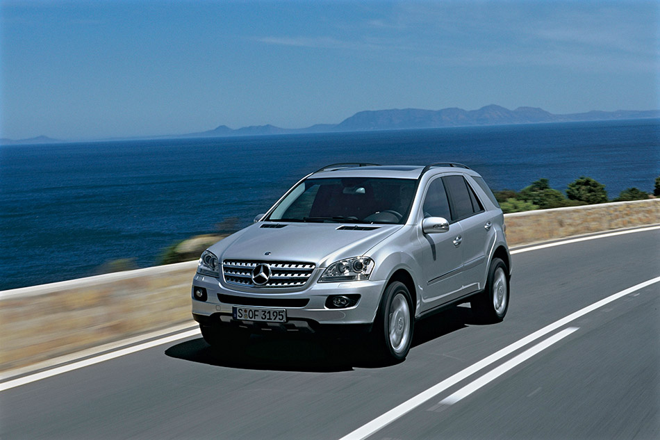 2006 Mercedes-Benz ML420 CDI 4MATIC Front Angle