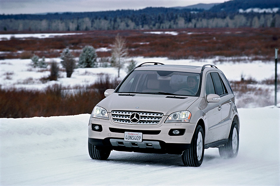 2006 Mercedes-Benz ML500 Front Angle