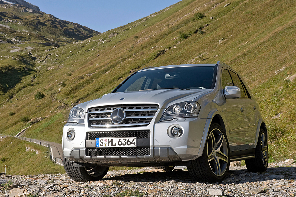 2009 Mercedes-Benz ML63 AMG 10th Anniversary Front Angle