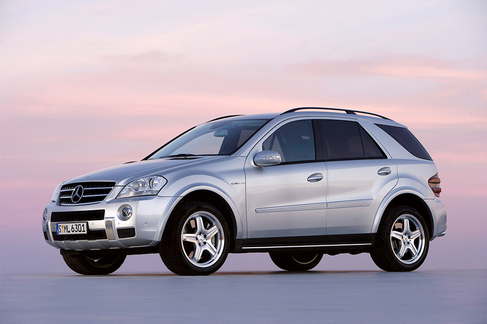 2006 Mercedes-Benz ML63 AMG Front Angle